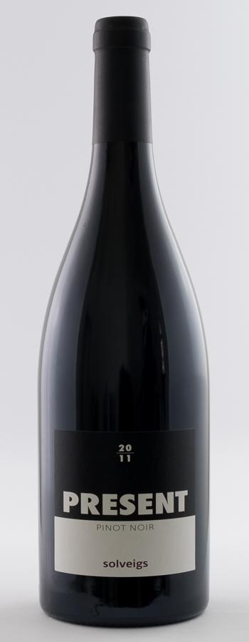 Present Pinot Noir Weinflasche