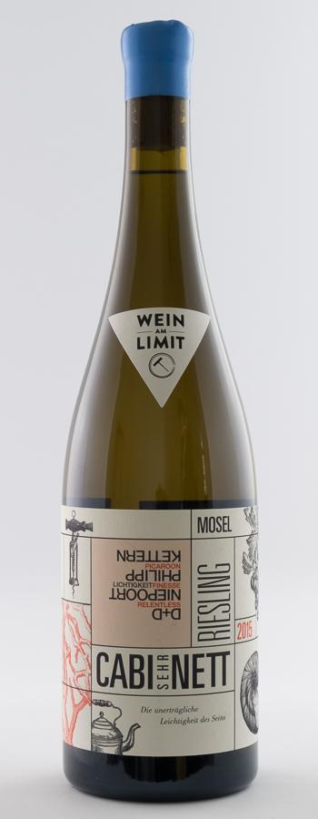 Cabi SEHR nett Riesling Weinflasche