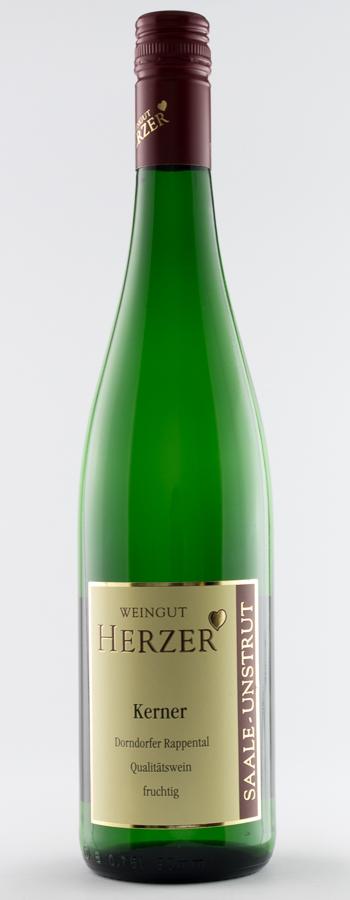Naumburger Steinmeister Kerner fruchtig Weinflasche